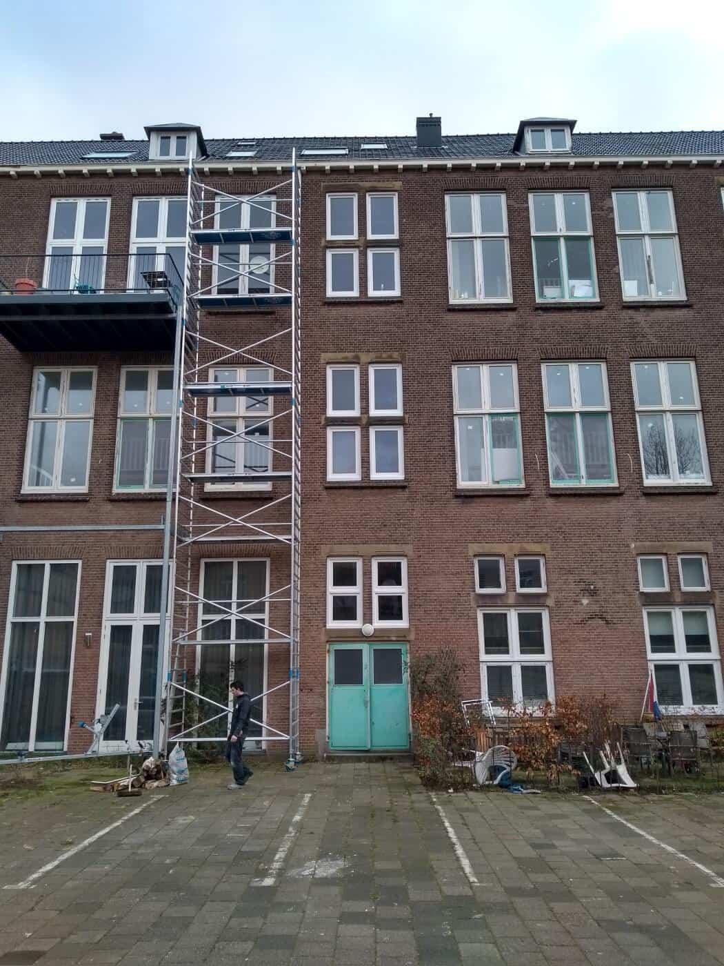 Houten vervangen houten ramen en monteren isolatieglas VVE Den Haag