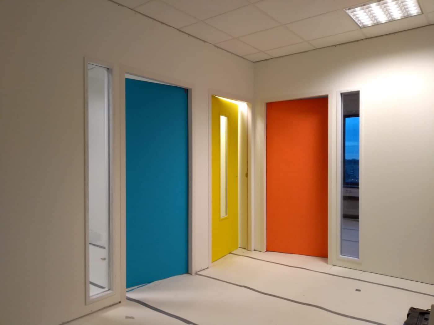 Metalstudwand met deuren in RAL-kleur Rotterdam